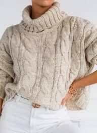 Modne i wygodne swetry damskie na zimę